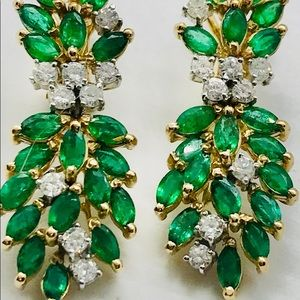 Beautiful vintage Emerald and Diamonds earrings